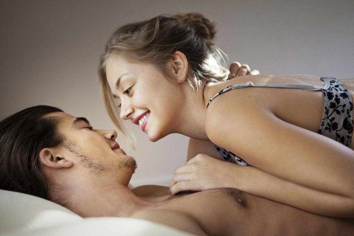 Чувственные ласки девушек, Страстные и горячие ласки девушек в кроватке 8 фотография