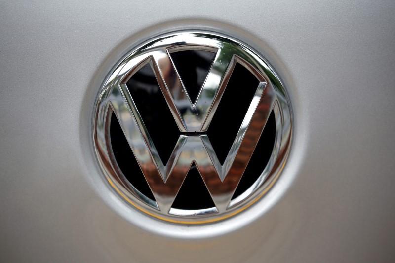 Volkswagen Eyes Transportation Deals to Boost Self-Driving Car Plans