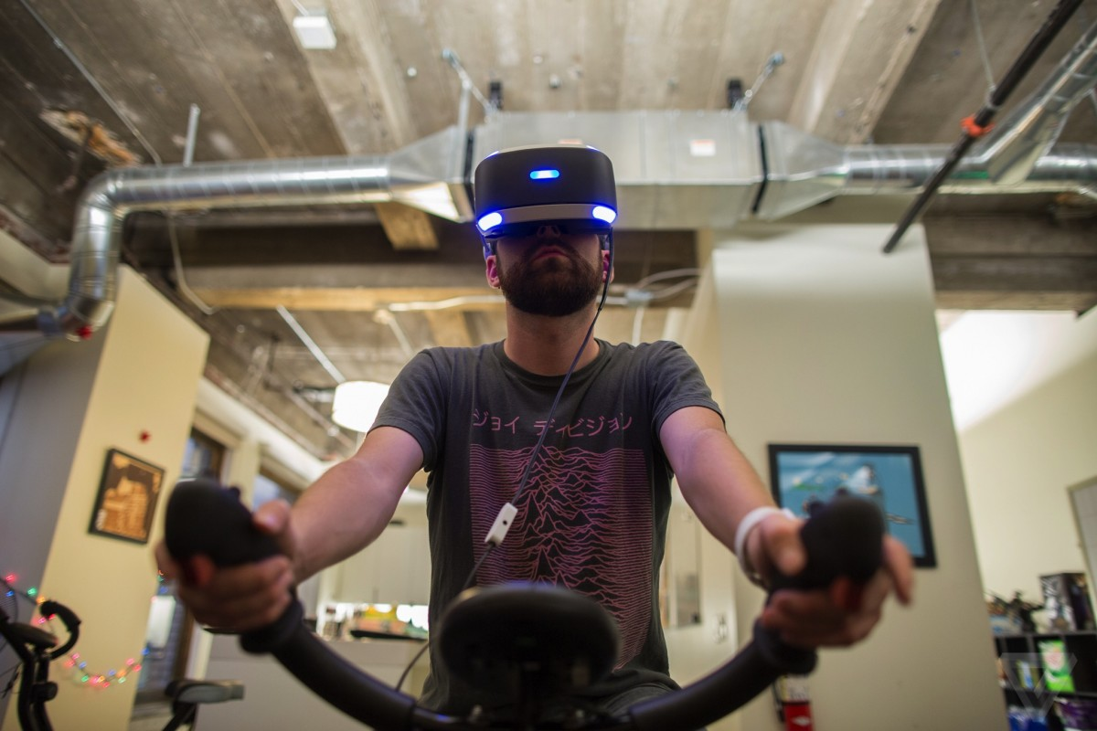 Exercising in virtual reality with the VirZoom motion controller